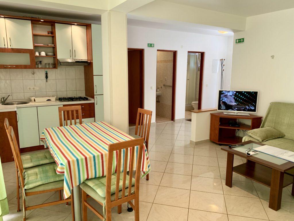Apartment B (2 rooms / 4+2)